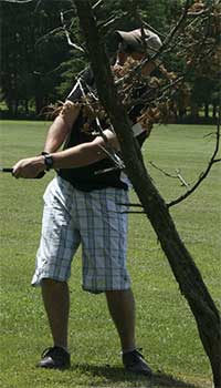 Golf-behind-tree