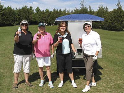 Golfer-bev-cart