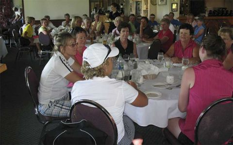 Lady-golf-tournament-dinner