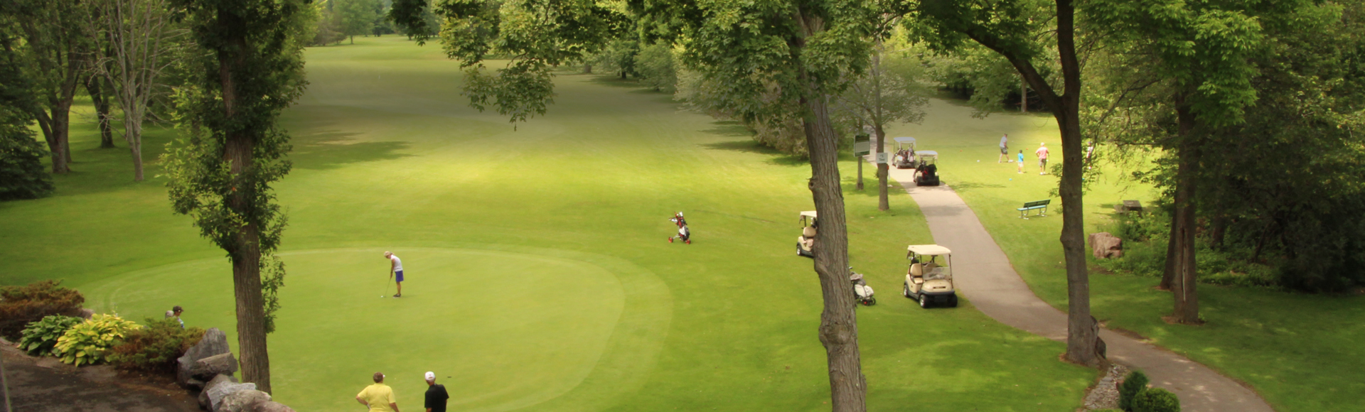 """Thrifty Thursdays""  Golf, Carts & our famous Braes n' Ale Hot Dog ONLY $180 PER GROUP"